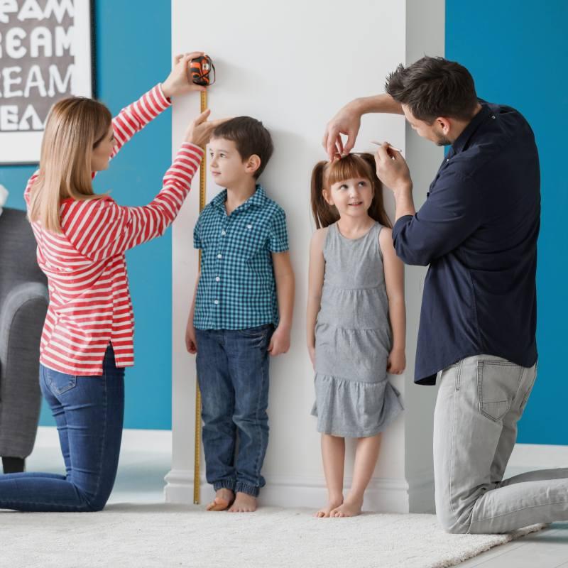 Both parents measuring up kids